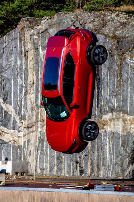 Volvo distruge masini 3 scaled
