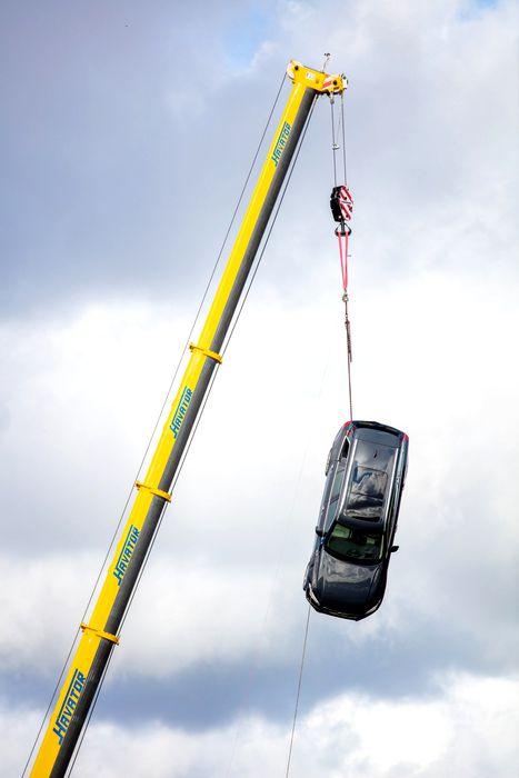 Volvo-distruge-masini-6-scaledd611227b003686b3.jpg