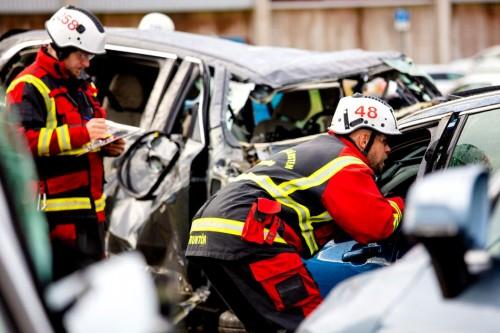 Volvo-distruge-masini-8-scaled3eb2fe47ed760c9f.jpg