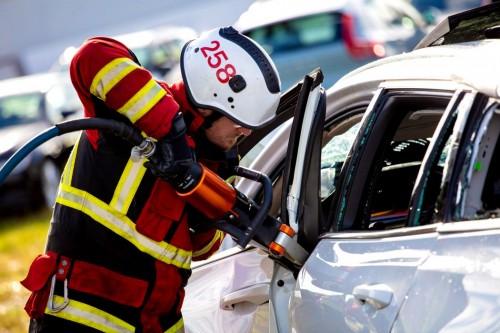 Volvo-distruge-masini-9-scaled09118df597481c05.jpg