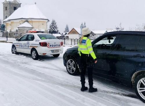 politisti-iarna-zapada-0081-1ef43fefd2ad19cda.jpg
